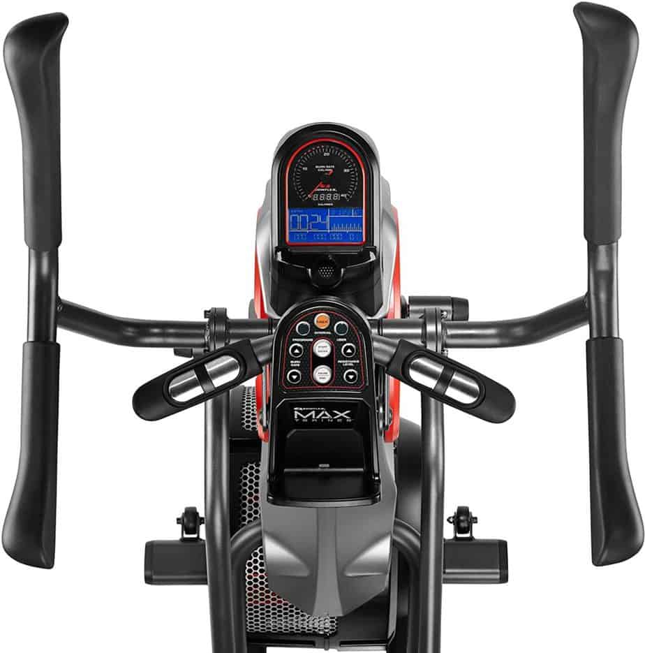 The console, the multi-grip dual-action handlebar and the static handlebar of the Bowflex Max Trainer M5